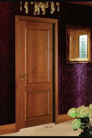 Οι πόρτες είναι κατασκευασμένες από Σουηδικό πλαίσιο χαρτοκυψέλη ή μοριοσανίδα και M.D.F. Χωρίζονται σε τρεις κατηγορίες: Λουστραριστές, Ανιγκρέ, Οξυά, Δρυς και τεχνητό καπλαμά. Διαθέτουν κάσωμα, περβάζι πλακάζή M.D.F. ίσιο ή οβάλ με καπλαμά ίδιας κατηγορίας με την πόρτα. Βάφονται και λουστράρονται με οικολογικά βερνίκια και διατίθονται σε 50 αποχρώσεις, με ή χωρίς παντογραφικό σχέδιο. Πόρτα, κάσωμα, περβάζι M.D.F., με ή χωρίς σχέδιο παντογράφου. Χρωματισμός με λάκκα σε 5 αποχρώσεις. Καπλαμάς, LAMINATE (ΛΑΜΙΝΕIΤ) σε 5 αποχρώσεις. Σε όλα τα παραπάνω προϊόντα μπορεί να τοποθετηθεί INOX και να γίνει οποιοσδήποτε συνδυασμός κάσας και περβαζιού. Διατίθενται με επιλογή σε: Ελεύθερη Διάσταση Συρόμενες Ηχοθερμονωτικές Παραδίδονται με 3 μεντεσέδες, λάστιχα και κλειδαριά, με εξαίρεση τις ηχοθερμονωτικές, οι οποίες λόγω βάρους διαθέτουν διπλούς μεντεσέδες. Οι πόρτες είναι κατασκευασμένες από Σουηδικό πλαίσιο χαρτοκυψέλη ή μοριοσανίδα και M.D.F. Χωρίζονται σε τρεις κατηγορίες: Λουστραριστές, Ανιγκρέ, Οξυά, Δρυς και τεχνητό καπλαμά. Διαθέτουν κάσωμα, περβάζι πλακάζή M.D.F. ίσιο ή οβάλ με καπλαμά ίδιας κατηγορίας με την πόρτα. Βάφονται και λουστράρονται με οικολογικά βερνίκια και διατίθονται σε 50 αποχρώσεις, με ή χωρίς παντογραφικό σχέδιο. Πόρτα, κάσωμα, περβάζι M.D.F., με ή χωρίς σχέδιο παντογράφου. Χρωματισμός με λάκκα σε 5 αποχρώσεις. Καπλαμάς, LAMINATE (ΛΑΜΙΝΕIΤ) σε 5 αποχρώσεις. Σε όλα τα παραπάνω προϊόντα μπορεί να τοποθετηθεί INOX και να γίνει οποιοσδήποτε συνδυασμός κάσας και περβαζιού. Διατίθενται με επιλογή σε: Ελεύθερη Διάσταση Συρόμενες Ηχοθερμονωτικές Παραδίδονται με 3 μεντεσέδες, λάστιχα και κλειδαριά, με εξαίρεση τις ηχοθερμονωτικές, οι οποίες λόγω βάρους διαθέτουν διπλούς μεντεσέδες.