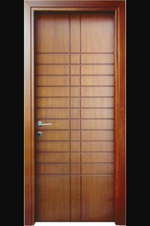 Εσωτερικες πορτες με καπλαμα: Εσωτερική πόρτα διαχρονικής αξίας που ταιριάζει σε κάθε στυλ κατοικίας. Διατίθεται με φυσικούς καπλαμάδες ανιγκρέ, δρυς, οξιά και σε διάφορες αποχρώσεις, με ή χωρίς σχέδιο παντογράφου. Κάσα οβάλ ή τετράγωνη από πλακάζ, πρεβάζι κουμπωτό οβάλ ή τετράγωνο από κόντρα πλακέ με επένδυση από φυσικό καπλαμά. (Το πλακάζ και το κόντρα πλακέ, είναι από κομμάτια μασίφ ξύλου ανθεκτικά στις διακυμάνσεις της θερμοκρασίας και έχουν μεγάλη αντοχή στην υγρασία. Η χρήση MDF στη κάσα και το πρεβάζι δεν ενδείκνυται λόγω της επαφής τους με το βρεγμένο δάπεδο).